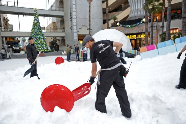 MagicSnow-Crew-Hollywood-Highland